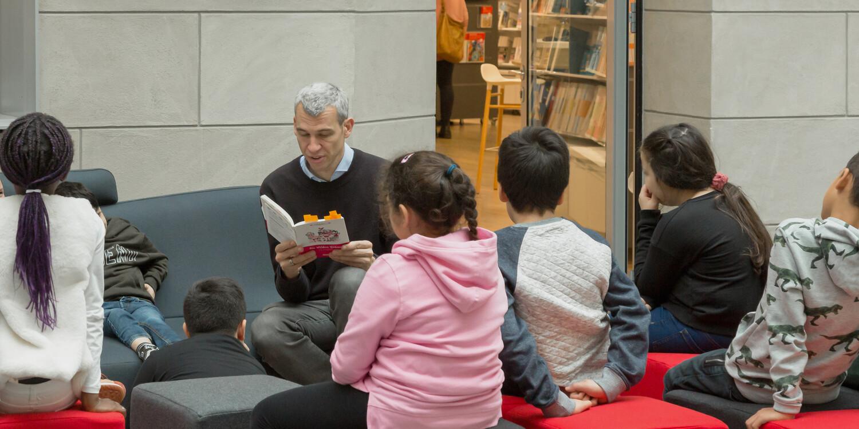 Vorleseaktion für Schulklassen im Informationszentrum Berlin