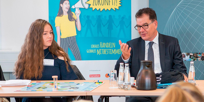 """Cornelsen unterstützt Schulwettbewerb """"alle für EINE WELT für alle"""""""